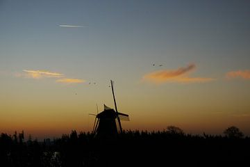 Molen voor zonsopkomst / Windmill at sunrise van G. de Wit