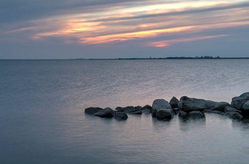 Zonsondergang aan het IJsselmeer bij Lemmer van