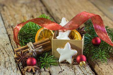 Kerstster koekjes, specerijen en ornamenten van Alex Winter