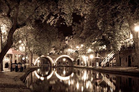 """Der """"Oude Gracht"""" Kanal in Utrecht während eines schönen Sommerabend."""