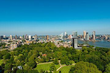 Rotterdam met de Erasmusbrug vanaf de Euromast. van Brian Morgan