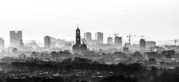 De Domtoren waakt over Utrecht.  van De Utrechtse Internet Courant (DUIC)