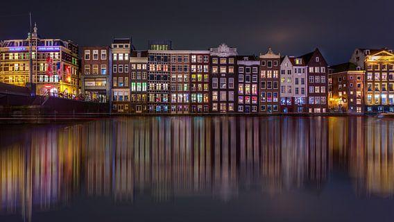 Damrak Reflectie Amsterdam van Michael van der Burg