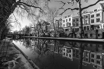 Oudegracht met Smeebrug in Utrecht in zwart-wit van De Utrechtse Grachten