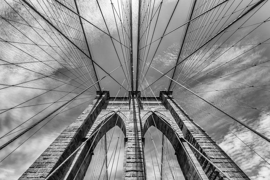 NEW YORK CITY Brooklyn Bridge is in de Detail | zwart-wit van Melanie Viola