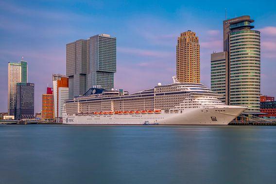Rotterdam zicht op de cruise terminal van Dennisart Fotografie