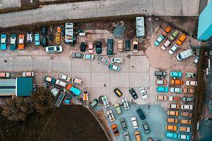 Bovenaanzicht van Trabant auto's in Berlijn van Rob Berns