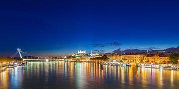 Bratislava in der Slowakei am Abend von Werner Dieterich