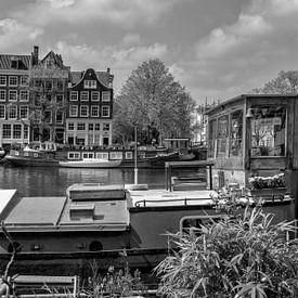 Woonboot Amstel Amsterdam van Foto Amsterdam / Peter Bartelings