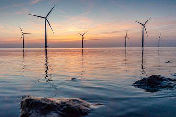 Zonsondergang boven het IJsselmeer van