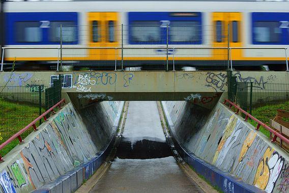 Sprinter op een viaduct
