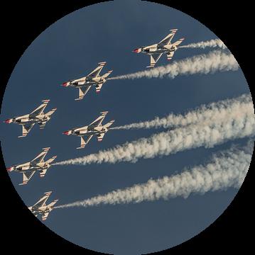 De Thunderbirds van de U.S. Air Force in een mooie formatie tijdens de Aviation Nation Airshow op Ne van Jaap van den Berg