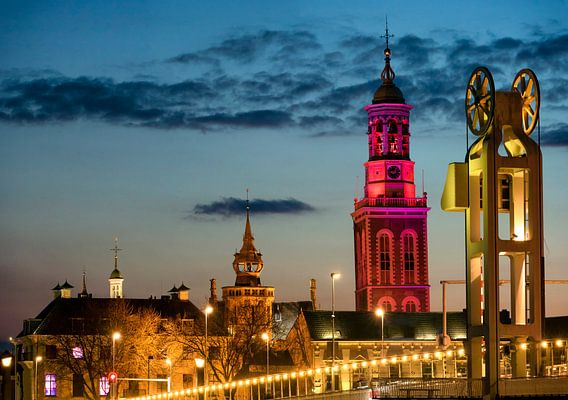 Nieuwe toren en Stadsbrug in Kampen in de avond van Sjoerd van der Wal