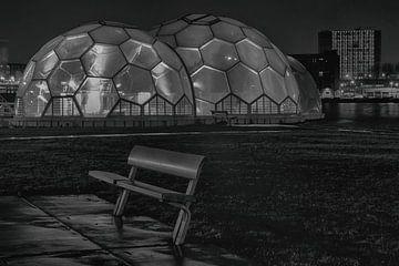Drijvend paviljoen Rotterdam zwartwit van