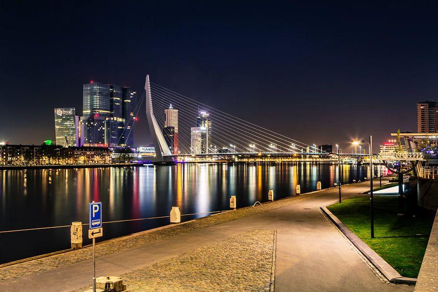 De skyline van Rotterdam Nederland met de Erasmusbrug van Retinas Fotografie
