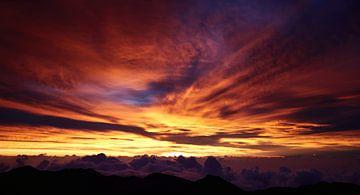 zonsopkomst boven de wolken van Heiko Harders