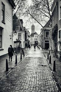 Straatfotografie in Utrecht. Korte Lauwerstraat in Utrecht met zicht op de Domtoren.  (Utrecht2019@4