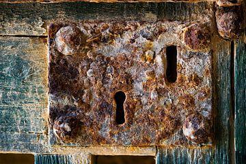 Oud roestig slot, industrieel van Clazien Boot