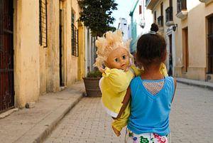 Meisje met pop