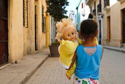 Meisje met pop van