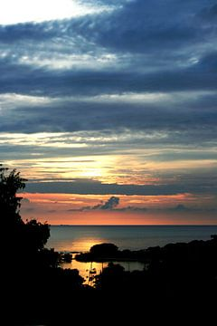 Curaçao bij zonsondergang. Blauwe en oranje tinten na een warme dag op een heerlijk eiland sur noeky1980 photography