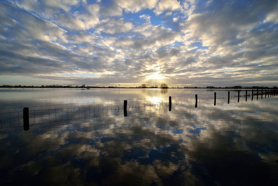 Hoog water in de IJssel van Sjoerd van der Wal