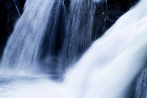 Rjukandevossen stromend water van