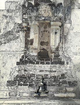 Kleine boeddha voor de tempel van