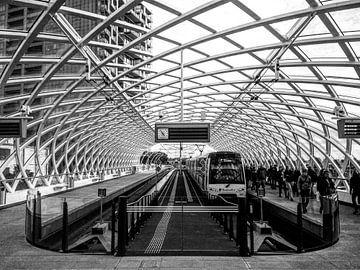 Metrostation bij Den Haag Centraal | Zwart-wit van Carel van der Lippe