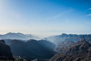 Weids uitzicht over Gran Canaria van Hugo Braun