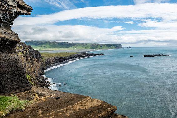 Uitzicht op Reynisdrangar IJsland