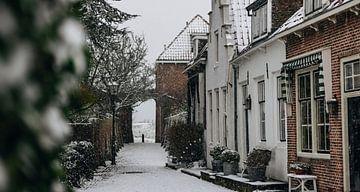 Idyllische Straßenszene im Schnee Veere von Percy's fotografie
