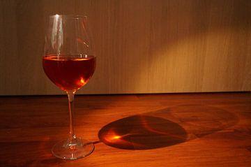 Glas wijn van Andrea Ooms