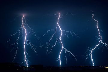 Drie bliksems op een rij van Menno van der Haven
