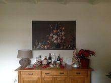 Klantfoto: Stilleven met mand met fruit, een vaas met bloemen en schelpen, Balthasar van der Ast (gezien bij vt van Meesterlijcke Meesters, op canvas