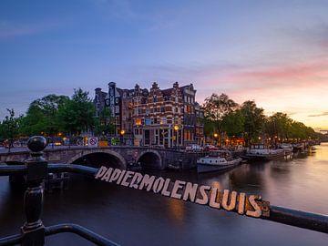 De grachten van Amsterdam bij zonsondergang van Teun Janssen