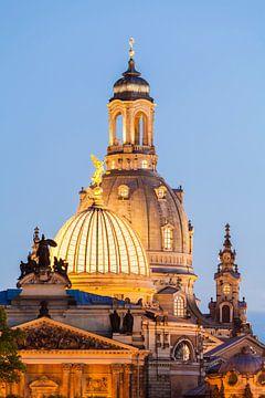 Citroenpers en Frauenkirche in Dresden 's nachts. van Werner Dieterich
