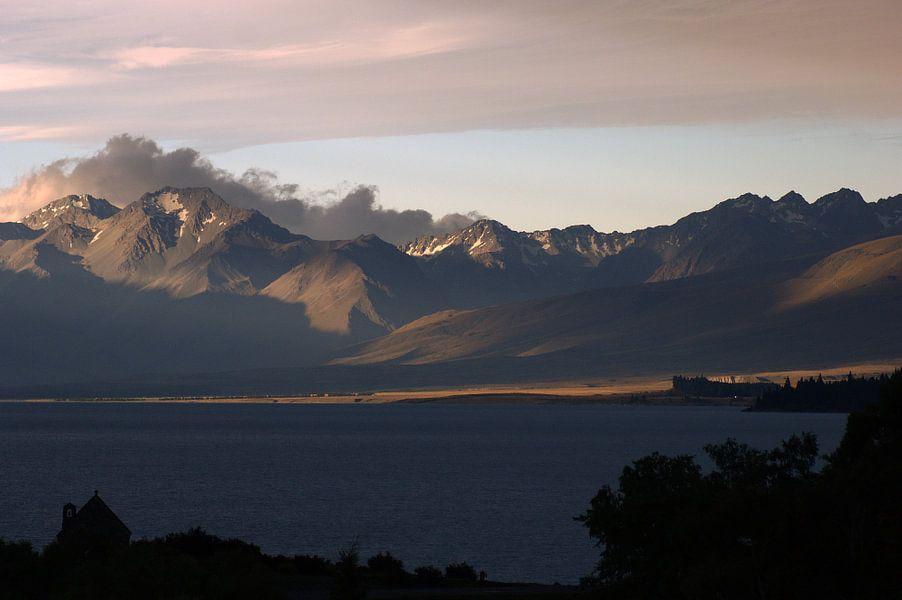 Lake Tekapo at sunset van Jeroen van Deel