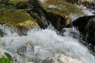 Bevroren stromend water van Luc van Alphen