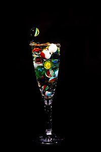 Knikker in glas _3 van Henry Nijen Twilhaar