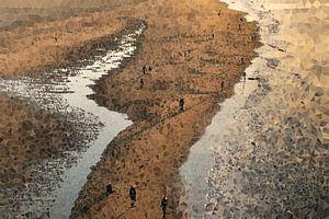 Wandelaars op het strand van