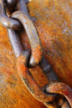 Stalen en gedeeltelijk geroeste ketting van Alice Berkien-van Mil
