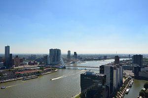 Yacht A meert aan in mooie Rotterdam