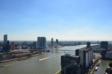Yacht A meert aan in mooie Rotterdam van Marcel van Duinen
