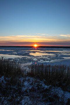 Zonsondergang op het IJsselmeer van Marnix Pro