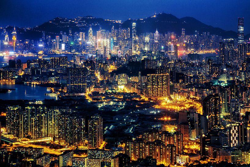 Hong Kong at Night van Cho Tang