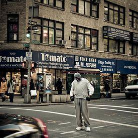 Boxer on Broadway, New York van Lars Bemelmans