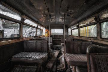 Alt, aber noch vergessen, das Innere eines Busses von Steven Dijkshoorn
