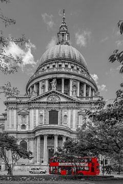 LONDRES Cathédrale St. Paul et bus rouge sur Melanie Viola