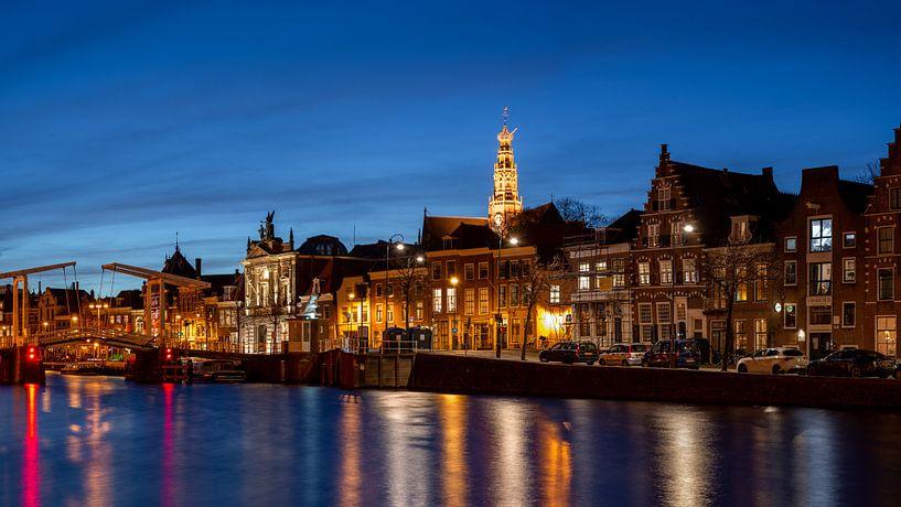 Spaarne avec vue sur la Grote Kerk et le musée Teyler sur Arjen Schippers